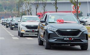 长安欧尚X7万里奔赴直达客户家 提车不受爆款热销影响