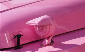 这么骚气的粉色 用在北汽212上 据说还是原厂漆