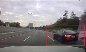 想让车辆自己变成敞篷不花一分钱 Model S解决 车顶飞出去了