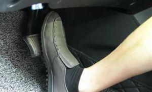 汽车冷知识:开车是不是光脚更舒服?